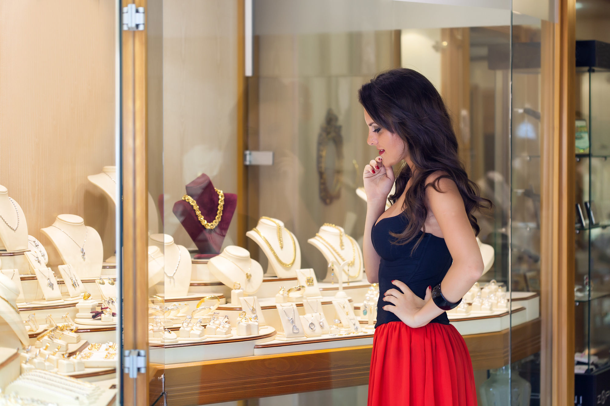 Top 10 Helpful Tips for Buying Jewelry for a Woman