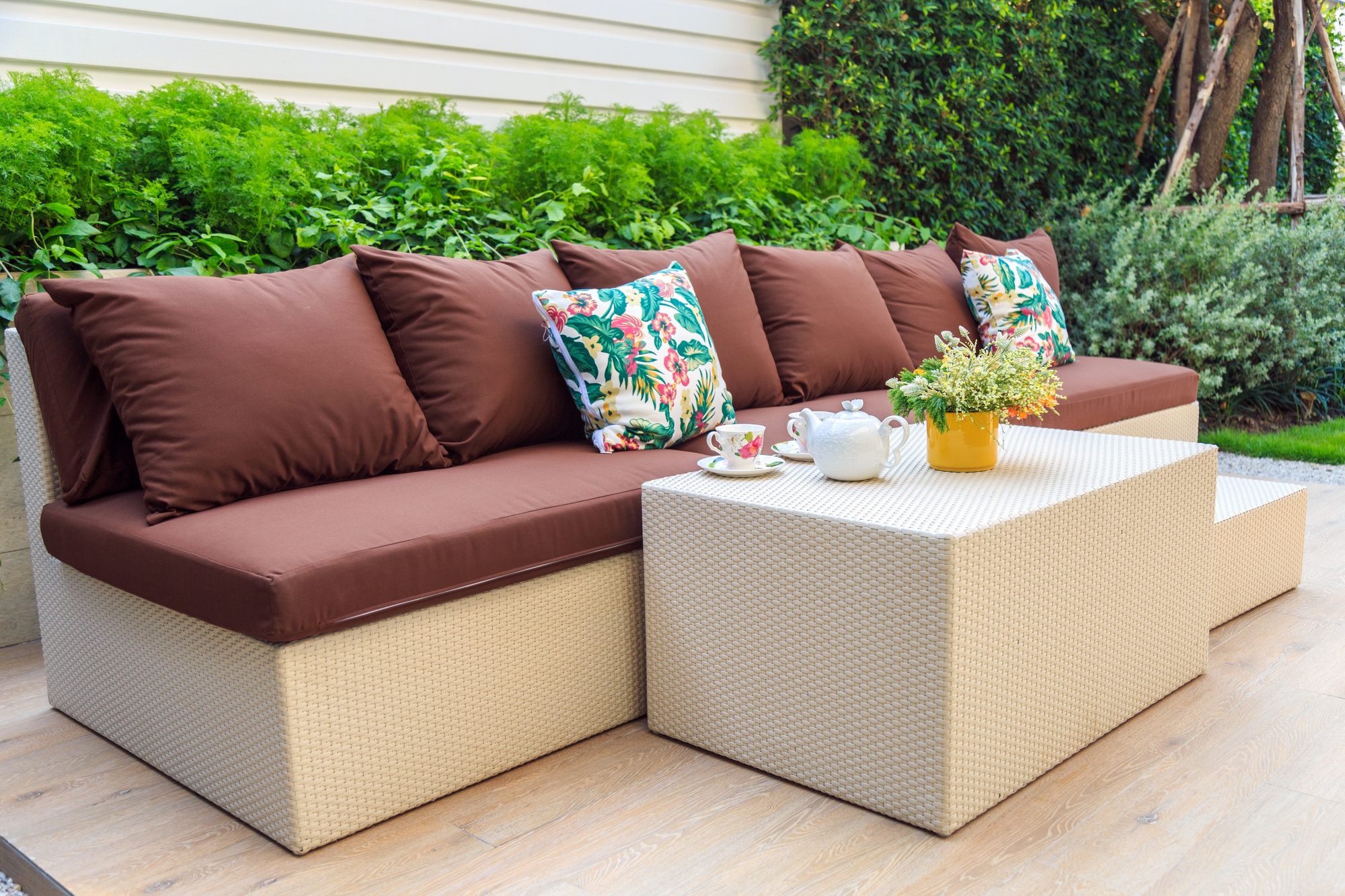 5 Easy Ways to Dress Up Your Outdoor Living Space This ... on Simple Outdoor Living id=56766